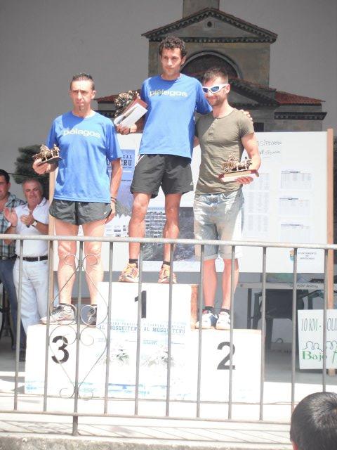 foto-podium-adsoluto-amando-recoge-premio-de-fidel-que-fue-el-3o